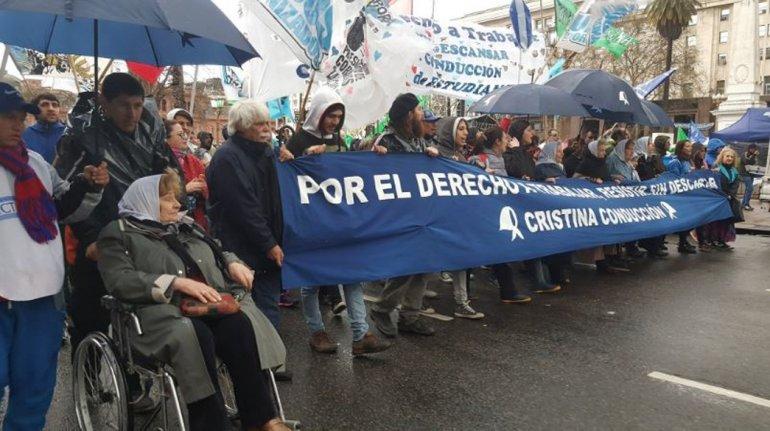 Miles de personas acompañaron a las Madres en la primera Marcha de la resistencia contra Macri.