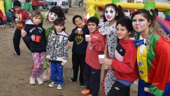 Castillos inflables, peloteros, payasos y sorteo de juguetes, formaron parte de la magnífica fiesta ofrecida a los chicos de las 187 viviendas.