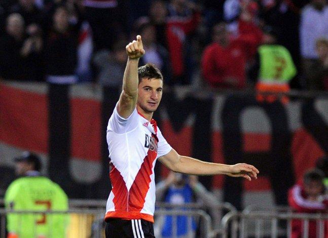 Lucas Alario viene de marcar el gol que le aseguró a River un nuevo título internacional.