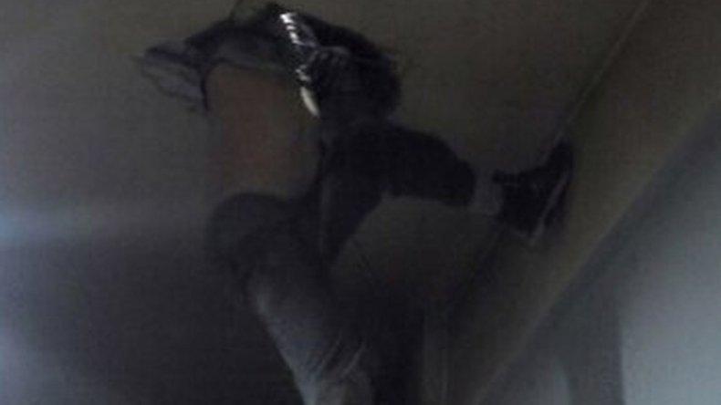 Entró a robar a un almacén y quedó atrapado en una claraboya