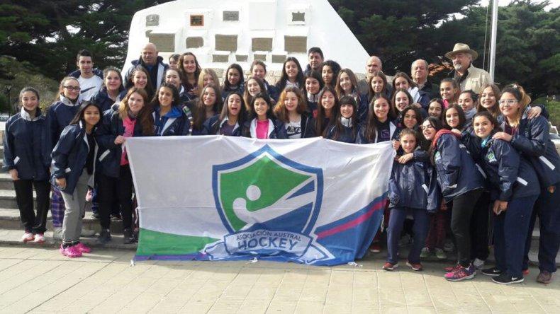 Las selecciones femeninas Sub 14 y Sub 16 de la Asociación Austral de Hóckey pelearon los primeros puestos en Trelew.
