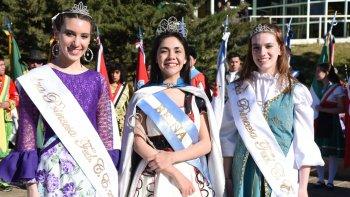 Guadalupe Rodríguez participó ayer de su primera actividad como reina de la Federación de Comunidades Extranjeras junto a las princesas Julieta Silva, de Andalucía y Valentina Reynolds, de Polonia.