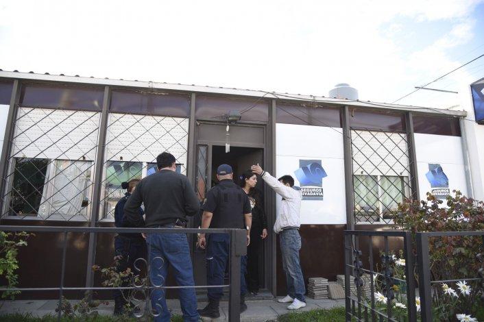 Dos delincuentes armados robaron una aseguradora en barrio Roca