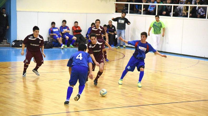 Lanús le ganó 3-1 a Auto Lavado El Tiburón y se convirtió en el único líder del torneo Clausura de fútbol de salón.
