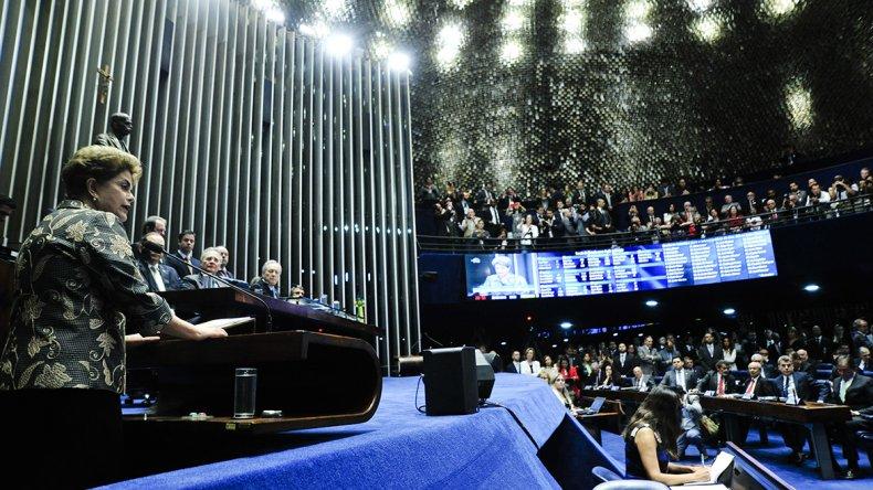 Dilma se presentó ante el Senado para defenderse en el juicio en su contra.