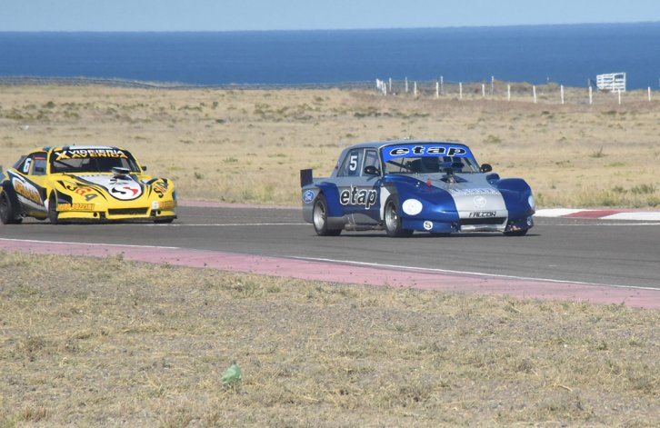Sergio Larreguy y Francisco Rodríguez son dos que llegan peleando el campeonato del TC Austral.