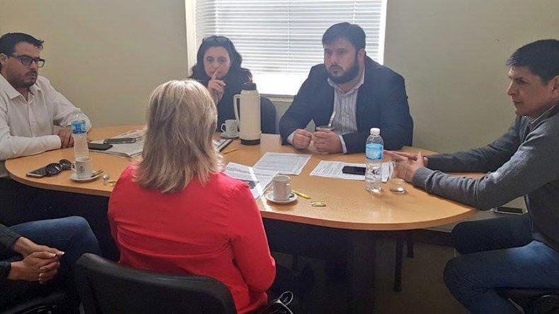 Mondillo reunió a Jessica Millamán y la Asociación de Hóckey del Valle