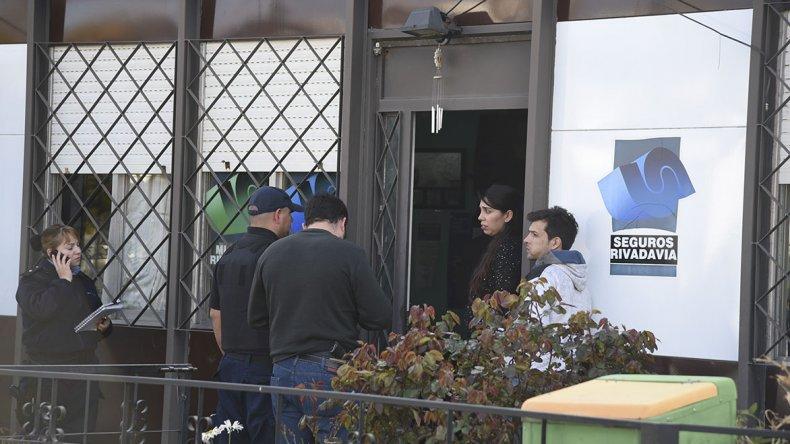 El robo a la aseguradora ocurrió a las 17 y dos horas y media más tarde la violencia tuvo como blanco a la familia del barrio Pietrobelli.