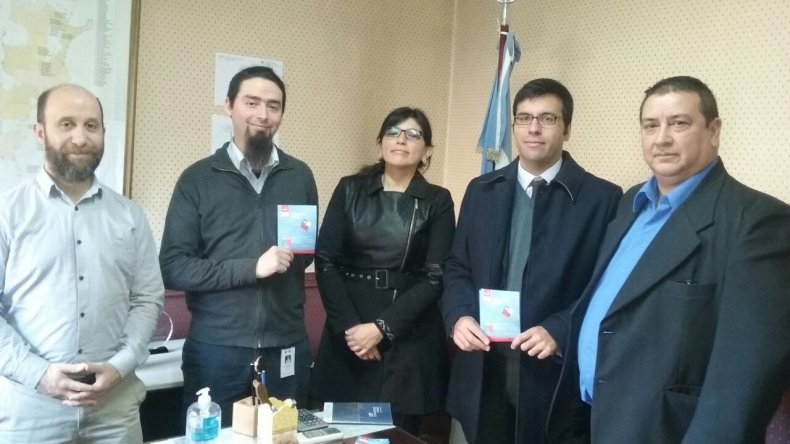 El Consulado de Chile se reunió con el delegado de Migraciones