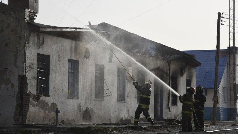 Se incendió el viejo club Caleta Córdova donde vivían los presuntos abusadores