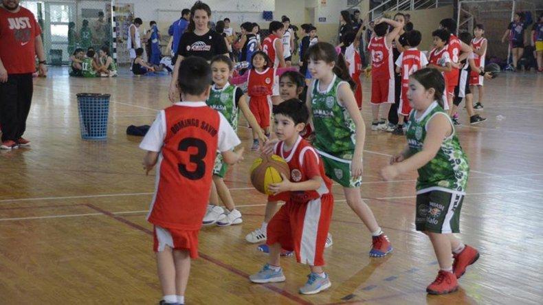Los más chicos disfrutaron de un nuevo encuentro de minibásquet en el gimnasio municipal 2 del barrio Pueyrredón.