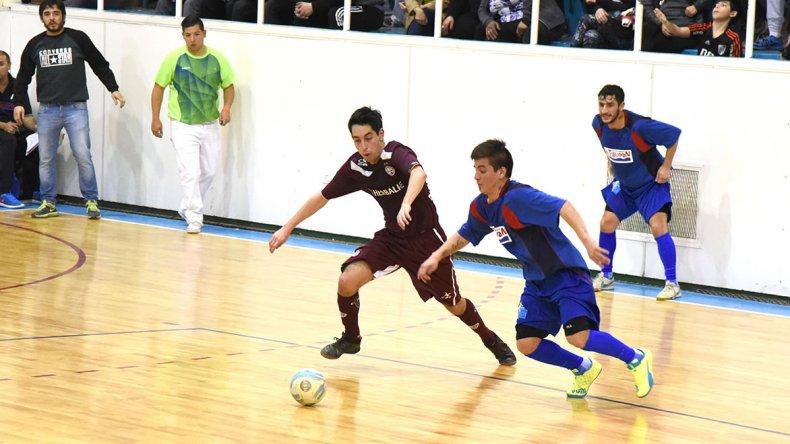 El torneo Clausura de fútbol de salón no detiene su marcha.