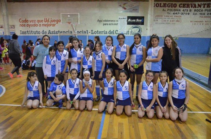 Las nenas de Chenque RC también participaron en este nuevo encuentro de mini hóckey que se llevó a cabo en la sede de la CAI.