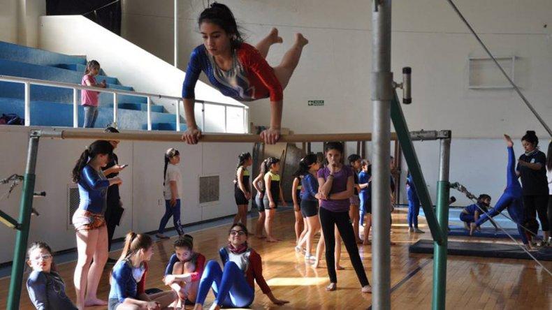 En el municipal 1 se realizó una nueva exhibición de Gimnasia Artística para evaluar el nivel local de la disciplina deportiva.