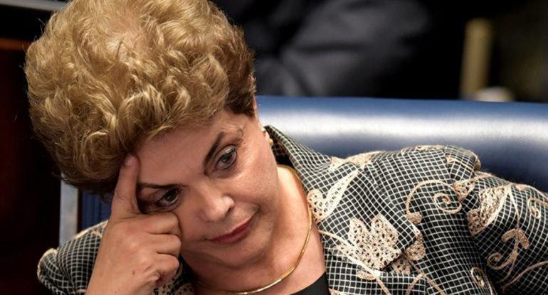Rousseff espera que hoy el Senado decida si la destituye o no.
