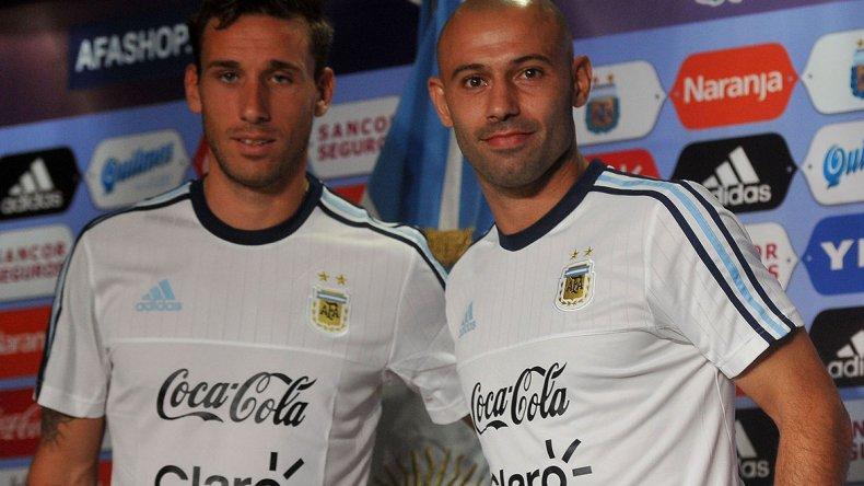 Javier Mascherano ofreció una conferencia junto a Lucas Biglia