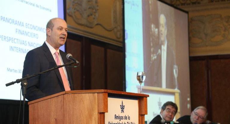 Sturzenegger cuestionó sin nombrarlo al ministro de Hacienda