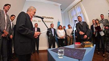 El gobernador puso en funciones a los nuevos subsecretarios de Trabajo, Gobierno e Industria de Chubut.