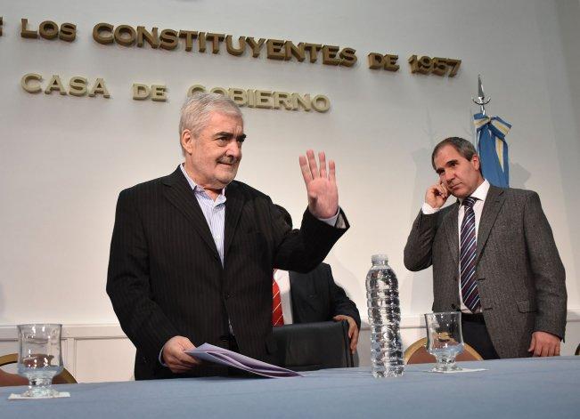 Das Neves firmó convenios de transferencias a 27 municipios