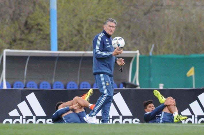 Edgardo Bauza inicia su carrera hacia Rusia junto a la selección argentina.