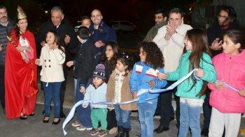 Jorge Soloaga, junto a funcionarios y niños de la comunidad, realizó el tradicional corte de cintas.