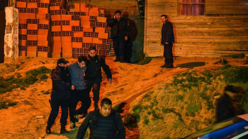 Leonardo Tascón es sacado por la policía y llevado a la Seccional Séptima