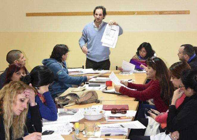 Los docentes de la Regional Sur ratificaron esta semana que su prioridad es la reapertura de paritarias con el Gobierno provincial.
