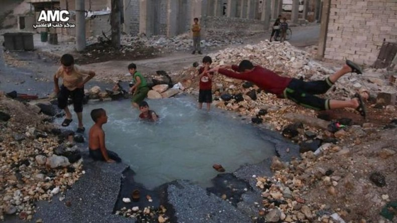 Activistas del Centro de Medios de Alepo dijeron que la foto de los niños fueron tomadas en el área de Sheikh Saeed