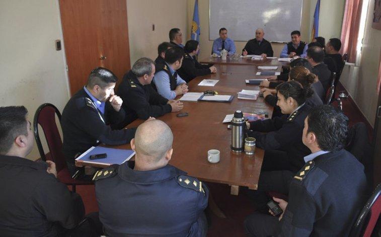 La reunión que el jefe de la Policía de Chubut mantuvo ayer con los responsables de las diferentes comisarías de Comodoro Rivadavia.