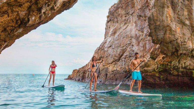 Las islas están repletas de maravillosas costas donde se solían practicar los más diversos deportes acuáticos.