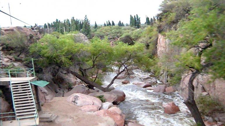 En Andolucas hay un camping con todo lo necesario para el viajero e incluso se puede practicar tirolesa.