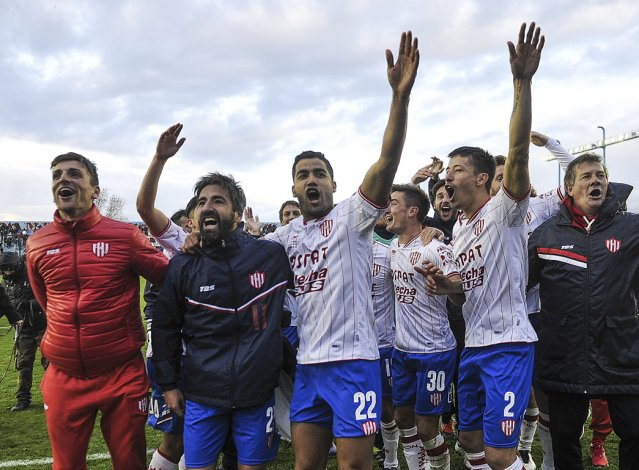 El conjunto santafesino se impuso en los penales y se metió entre los ocho mejores de la Copa Argentina.