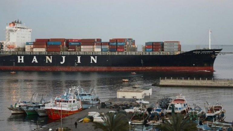 La flota naviera que ningún puerto del mundo quiere recibir