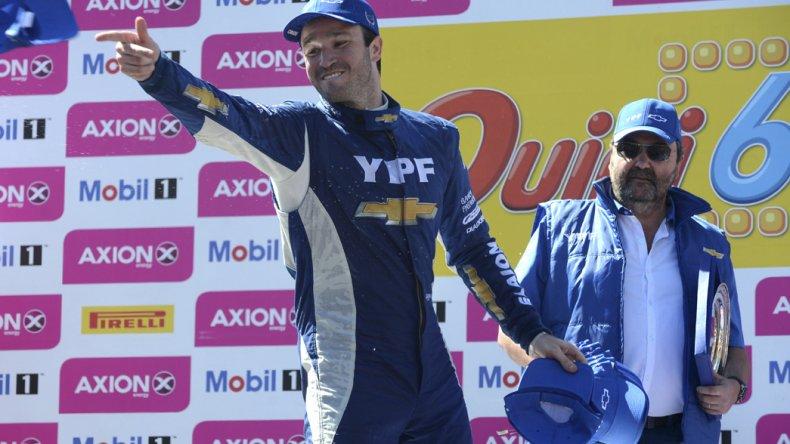 Agustín Canapino festeja en el podio un fin de semana soñado en el Super TC2000.