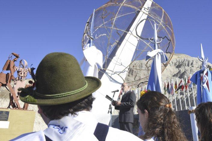 Las Comunidades Extranjeras conmemoraron su día con reconocimientos a inmigrantes