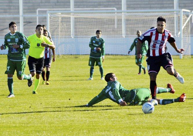 El delantero Jesús Molina ingresó en el complemento para aportar desequilibrio y peligro en el arco de enfrente.