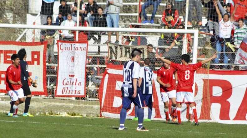 Nicolás Tapia festeja su gol