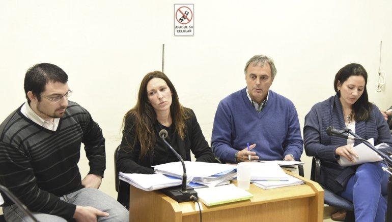 Nadia Kesen y Sergio Solís junto a sus abogados defensores.