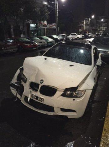 Así quedó el BMW que manejaba el delantero xeneize Ricardo Centurión.