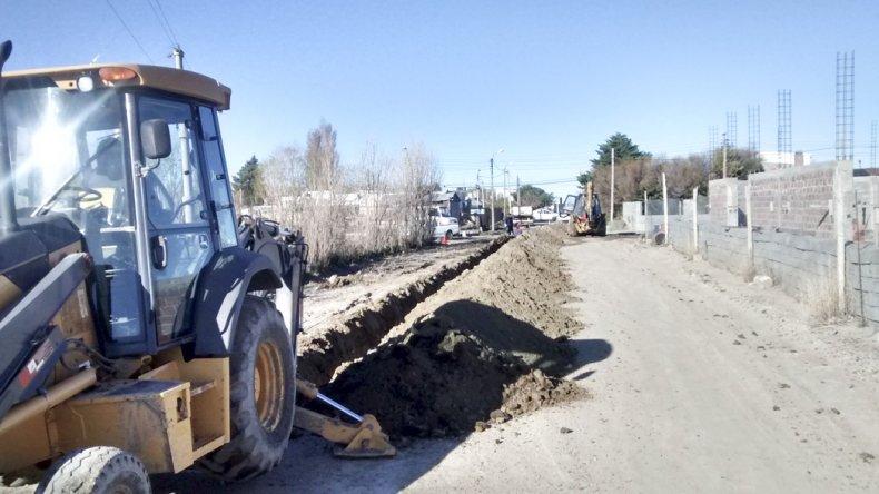 La Cooperativa realiza trabajos en Km 5 para mejorar la presión en el suministro del agua potable.