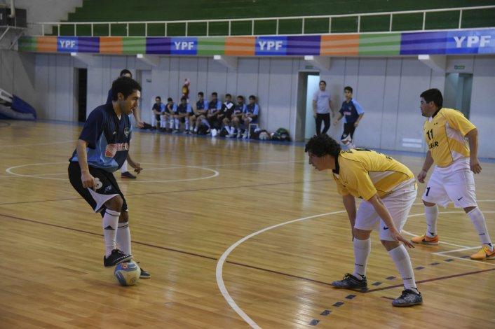 Clear venció 5-3 a Inter y de esa manera logró su primera victoria en el torneo Clausura de futsal.