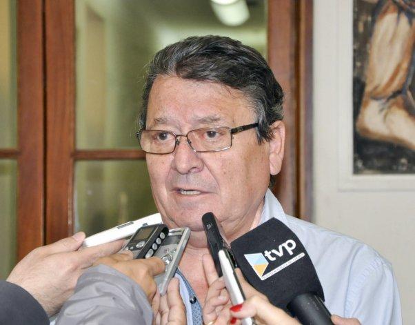 El ministro Víctor Cisterna trazó un panorama crítico en las finanzas provinciales.