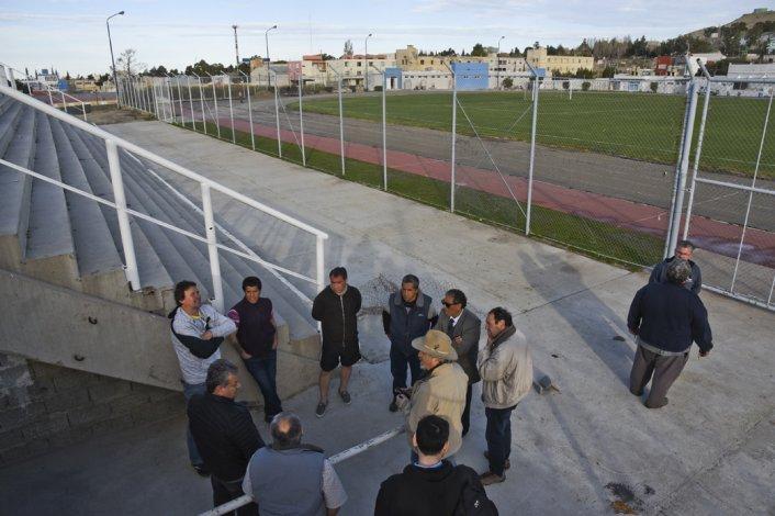 Ayer se ultimaron detalles en el estadio municipal.