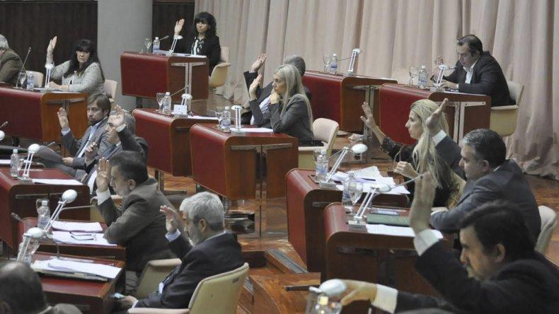 La sesión de ayer en la Legislatura. El ministro de Gobierno informó a los diputados sobre temas de seguridad.