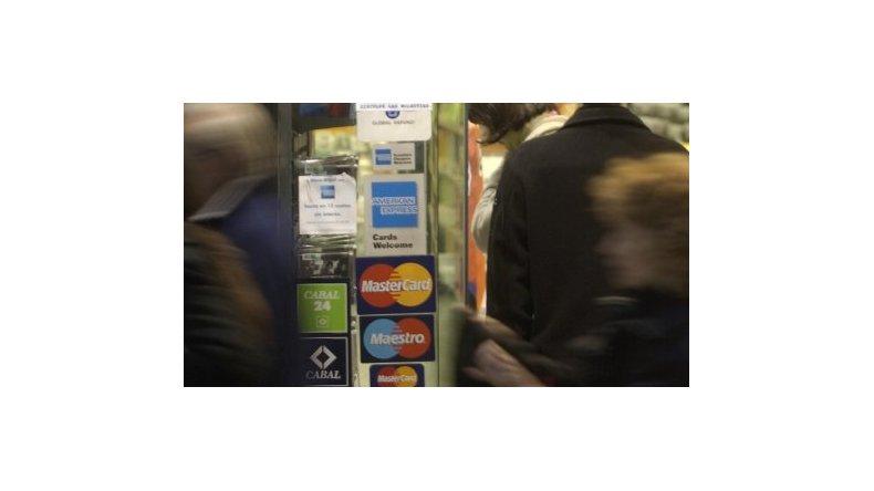 Media sanción para el proyecto que rebaja las comisiones de las tarjetas de débito y crédito