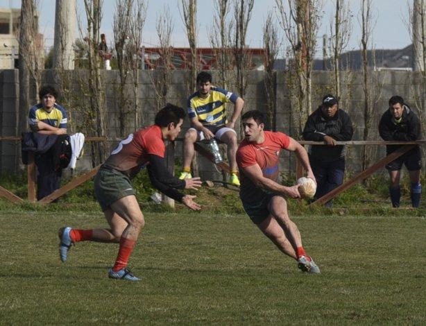 Deportivo Portugués tendrá una dura visita el domingo en cancha de Roca RC por el torneo Regional.