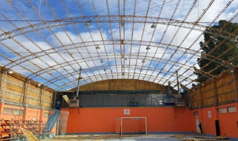 Está previsto que la finalización de la primera etapa de la remodelación del Gimnasio Gregores esté finalizada en un mes.
