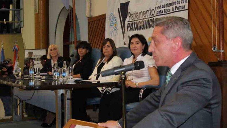 Arcioni en La Pampa. El vicegobernador aprovechó para avalar las restricciones a los fueros que impulsa Das Neves.