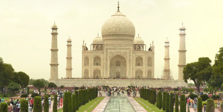 Se calcula que unas 400.000 personas visitan cada fin de semana el monumento.