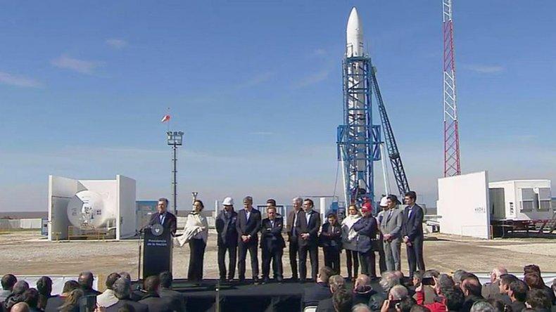 Mauricio Macri y María Eugenia Vidal encabezaron el acto en el Polo Espacial Punta Indio.